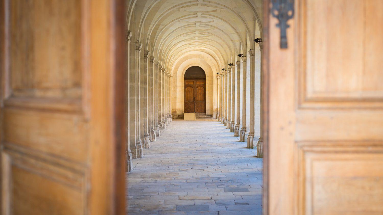 46168-caen__cloitre_de_l_abbaye_aux_hommes-caen_la_mer_tourisme___pauline___mehdi_-_photographie-1500px