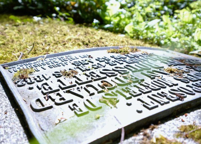 283934-Pierre-tombale-du-cimetiere-dormant–cimetiere-protestant-Caen-la-mer-Tourisme—Alix-JONET-1200px