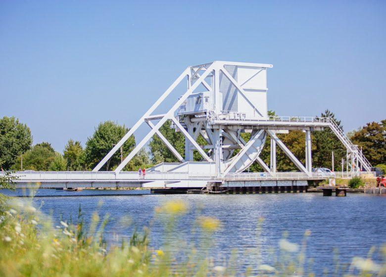 294732-Pegasus_bridge__Benouville-Caen_la_mer_Tourisme___Les_Conteurs_(Droits_reserves_Office_de_Tourisme___des_Congres)-1500px