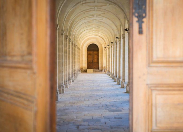 800x600_46168-Caen–cloitre-de-l-abbaye-aux-Hommes-Caen-la-mer-Tourisme—Pauline—Mehdi—Photographie-2