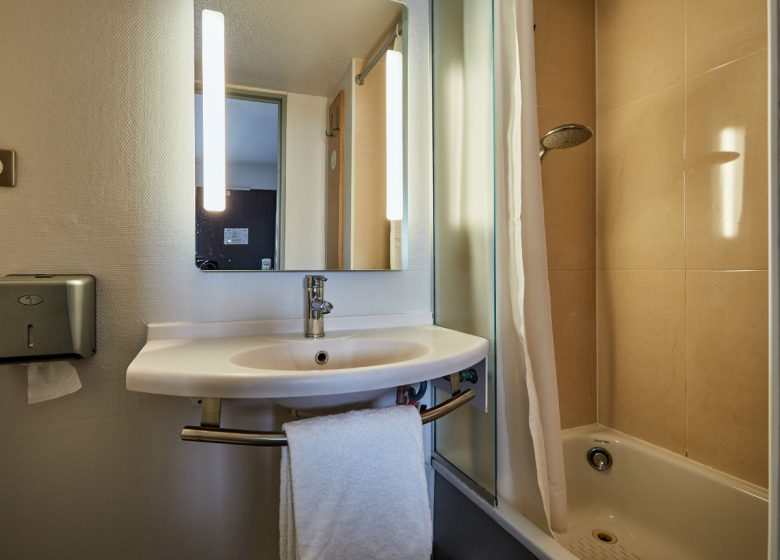 B-B-Caen-Sud-salle-de-bain-1-2