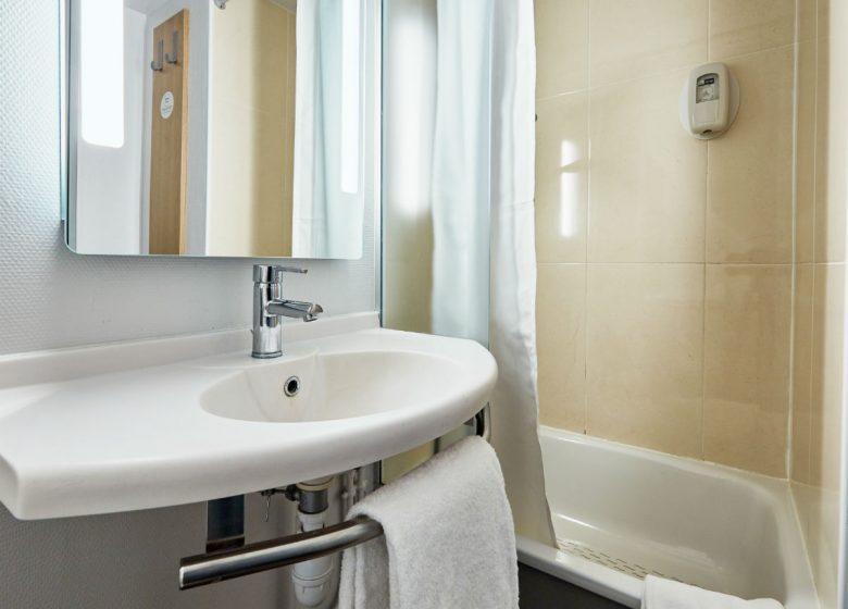 B-B-Caen-Sud-salle-de-bain-2-2