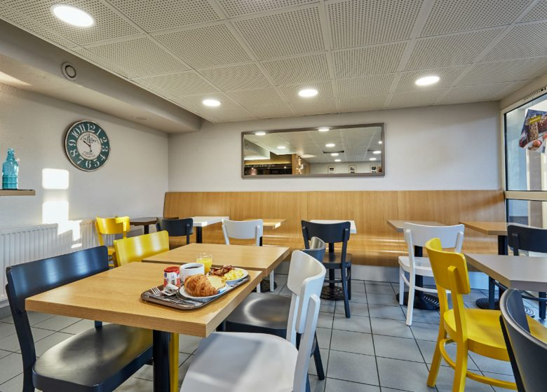 B-B-Caen-Sud-salle-petit-dejeuner-3-2