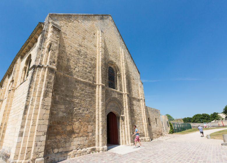 Caen__chateau_de_Caen-Caen_la_mer_Tourisme___Pauline___Mehdi_-_Photographie-46342-1200px