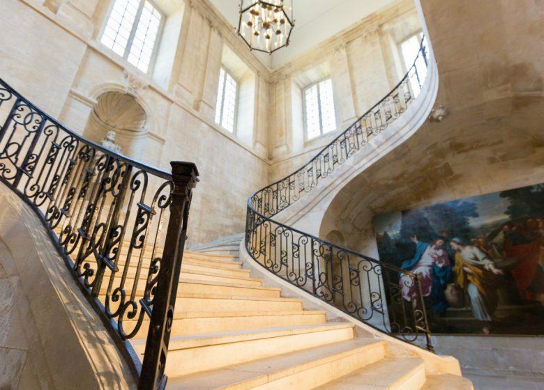 Caen__escalier_d_honneur_de_l_Abbaye_aux_Dames-Caen_la_mer_Tourisme___Pauline___Mehdi_-_Photographie-46134