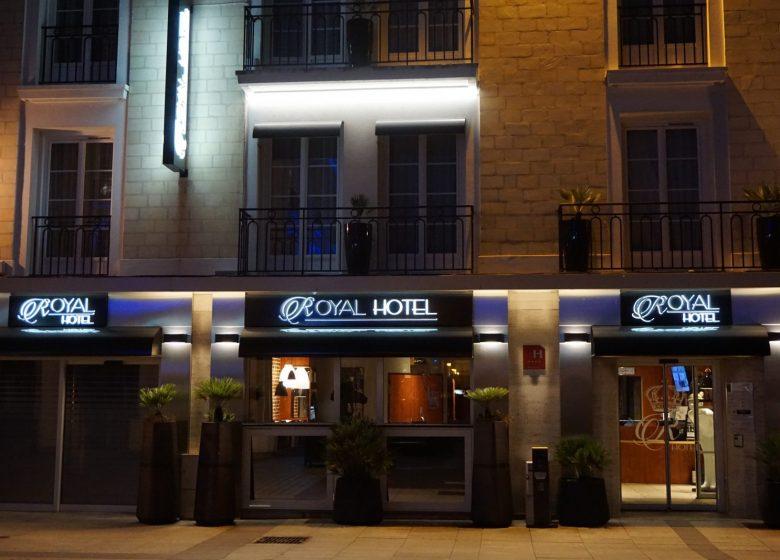 Royal Hôtel Caen Centre by night