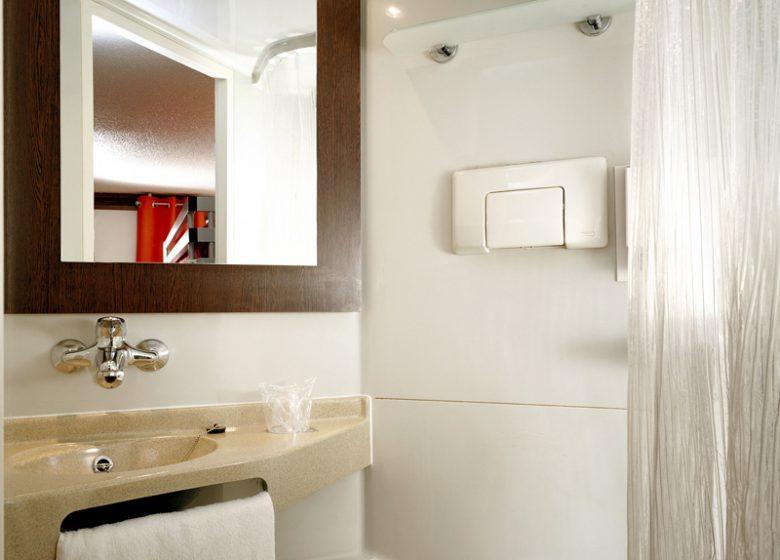 Hotel Première Classe Caen Est – salle d'eau