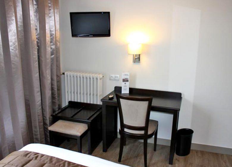 Hôtel des Quatrans – Caen – bureau chambre
