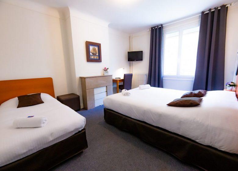 Hotel_du_chateau_caen chambre triple+