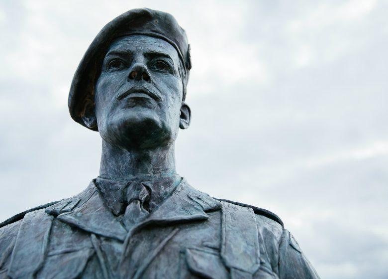 Ouistreham–Statue-du-general-ecossais-Lord-Lovat-Caen-la-mer-Tourisme-Les-Conteurs–Droits-reserves-Office-de-Tourisme—des-Congres-