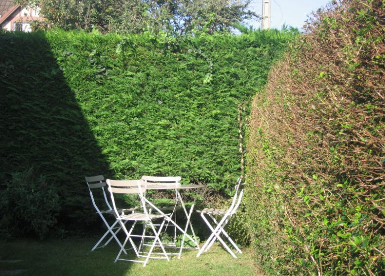 Les Micha – Salon de jardin