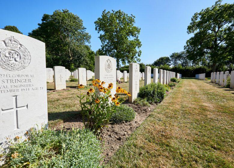Tombes-Hermanville-sur-Mer__cimetiere_militaire_britannique-Caen_la_mer_Tourisme___Fabien_MAHAUT