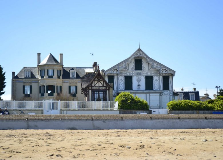 Villa-Henriette-et-Chalet-Henri-villas-de-Lion-sur-mer-Caen-la-mer-Tourisme–Romain-Carrillo