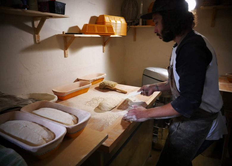 Etape fabrication de pain dans le circuit gastronomique à caen