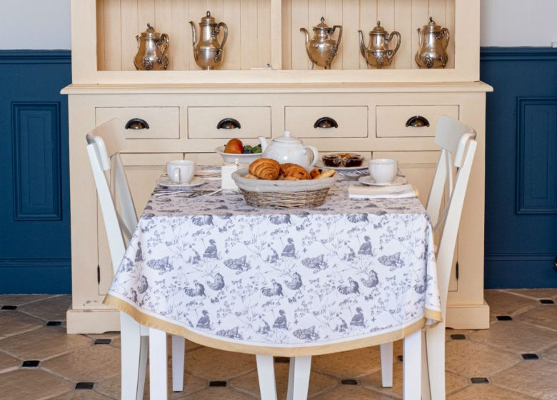 clos-saint-martin-table-patite-dejeuner