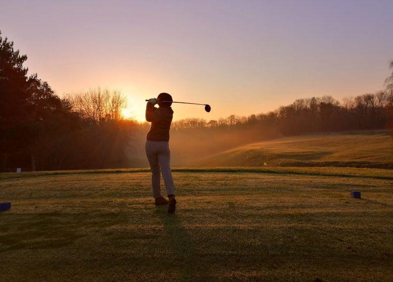 golf-caen-la-mer-golfeur-soleil-couchant-1