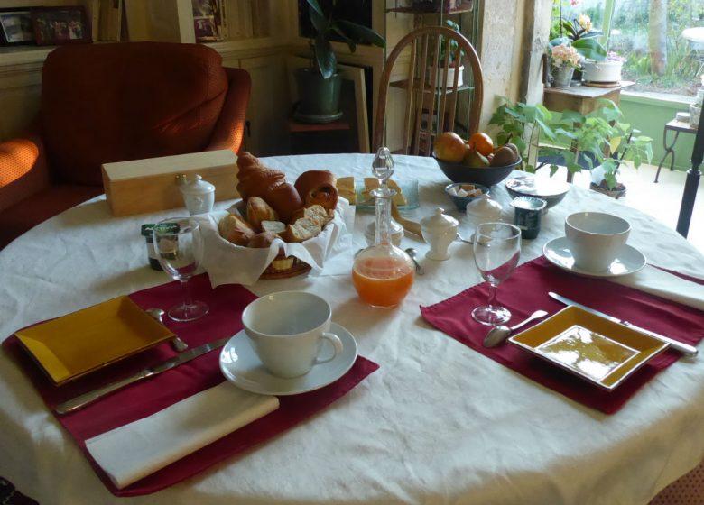 hurel-anne-relais-saint-gilles-petit-dejeuner-1