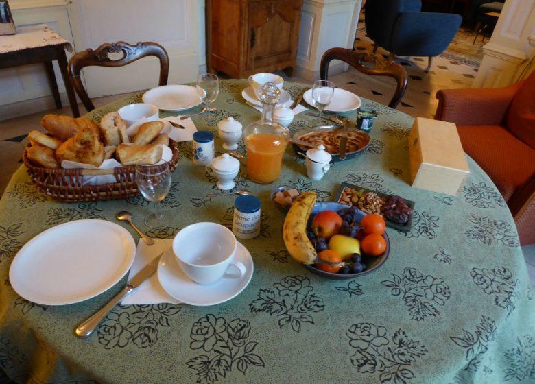 hurel-anne-relais-saint-gilles-petit-dejeuner-2