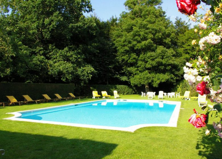 Audrieu-hotel-chateaudaudrieu-2013-piscine