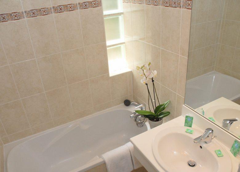 Hôtel des Quatrans – Caen – Salle de bain